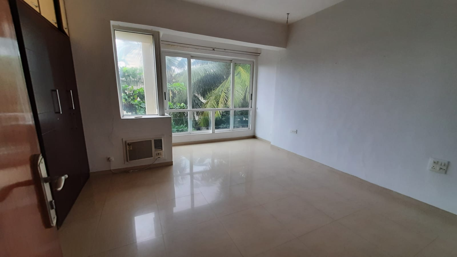 3Bhk for Sale in Worli Sea Face @ 12 Cr